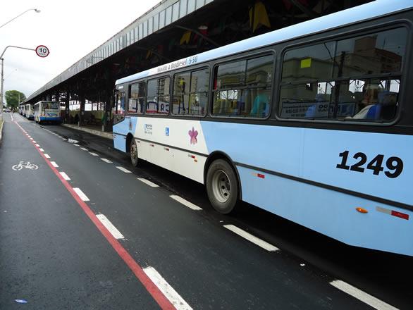 Dupla armada rouba ônibus no Recanto Paraíso