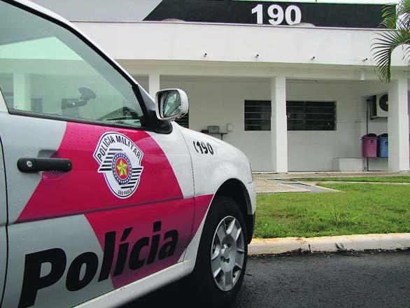 Notícias policiais: tiros, facas apreendidas e veículo queimado