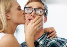 9 motivos para namorar um nerd