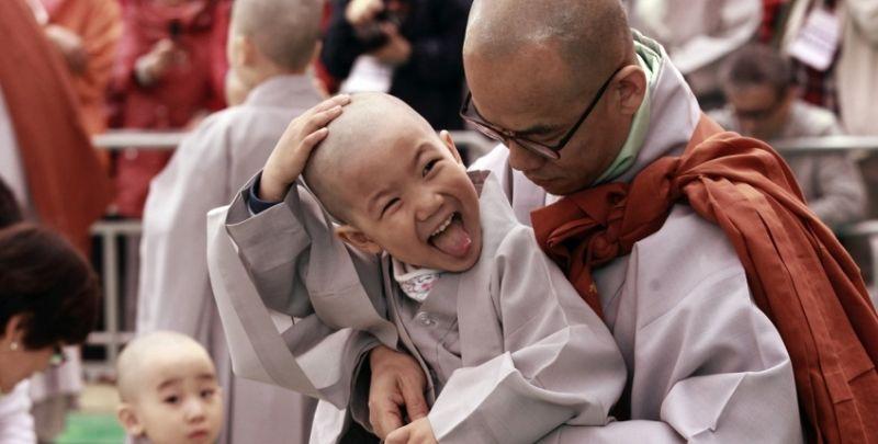 children budhist in temple