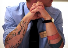 Tatuagem e emprego: Ainda divide opiniões.