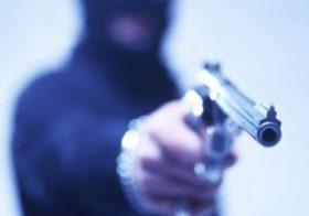 Assaltantes roubam R$ 16 mil em joias de idoso