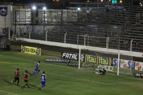 Na foto acima, RCFC enfrenta o Ituano, quando obteve empate (Arquivo JC)