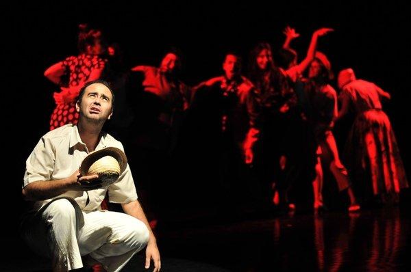 """O espetáculo """"A Maldição do Anel"""" foi uma produção do grupo de Múltiplas Linguagens do Sesi Rio Claro"""