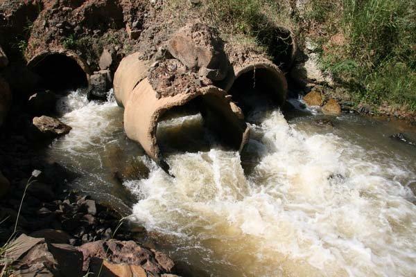 Cantareira: enquanto 31m³ por segundo de água local são enviados a São Paulo, região recebe apenas 5m³ por segundo