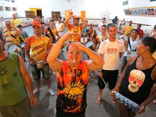 """Neste carnaval, A Casamba canta """"Dos mas da vida ao antídoto para a felicidade. A Casamba está no veneno"""""""