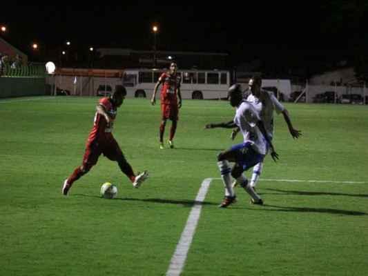 Rubro-Verde teve mais presença ofensiva que o Santo André, principalmente nas laterais, mas pouco finalizou ao gol rival