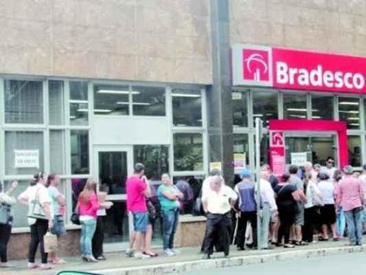 A operação de fiscalização nas agências bancárias continua na cidade, onde o tempo de espera aceitável nas filas dos bancos é definido por lei (Foto: Arquivo JC)