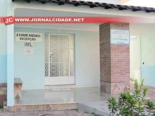 Ontem, por volta das 17h05, o Instituto Médico-Legal estava fechado. Tanto a sala de necropsia do velório quanto na Rua 6