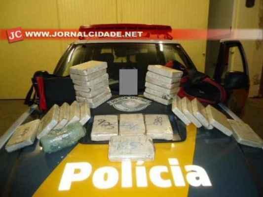 Segundo a Polícia Rodoviária, a droga estava escondida no porta-malas do carro, com placas de Olímpia (Foto: SSP-SP)