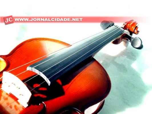 Os arranjos e regência estarão a cargo do maestro Luciano B. Filho