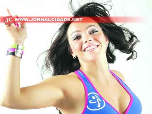 Kátia Mello participa do Zumba Master Class nesta quinta-feira, às 20h, no Grêmio Recreativo