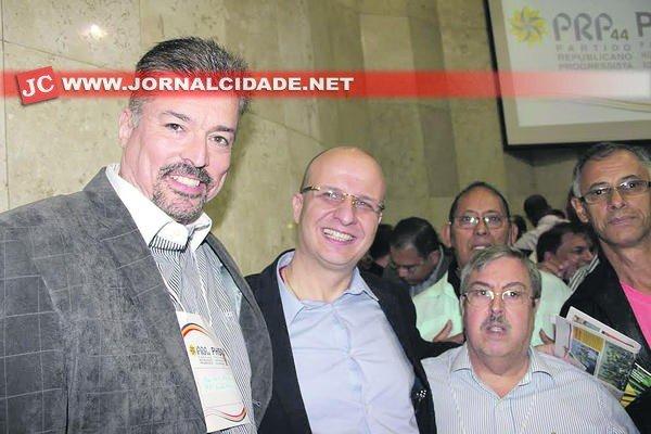 """Considerados """"inimigos"""" políticos, André Miranda (PRP) e Marco Peres (PHS) se reaproximaram em plenária em SP"""
