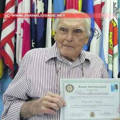 Dr. Olavo, como era conhecido, também prestou durante anos relevantes serviços ao Círculo Operário