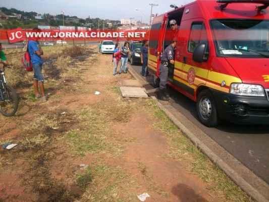 Estudante de 13 anos caiu em bueiro no bairro Vila Anhanguera, Corpo de Bombeiros socorreu a adolescente