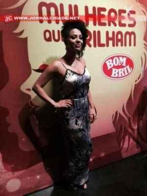 A cantora rio-clarense Suelen Karine conquistou a plateia e os jurados do quadro Mulheres Que Brilham, em sua apresentação que foi ao ar no último sábado