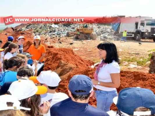 Regina Ferreira explicou em detalhes todo o funcionamento da estação, primeira no interior paulista a funcionar dentro de um aterro sanitário