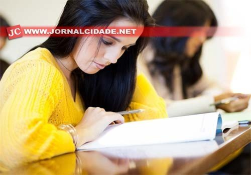 Alunos da Educação de Jovens e Adultos (EJA), que tenham 18 anos ou mais, podem prestar o Enem para receber o certificado de conclusão do Ensino Médio
