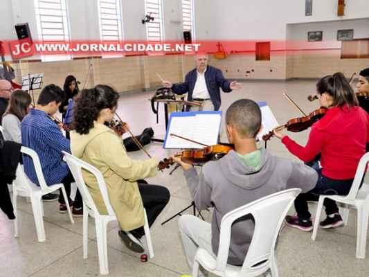 São oferecidas três vagas com aulas gratuitas