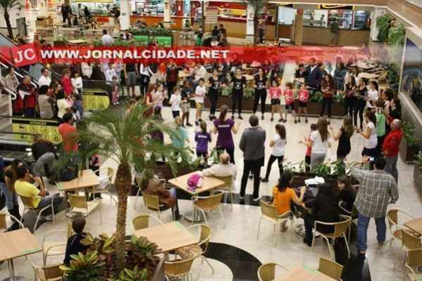 Shopping Rio Claro receberá no dia 25, a partir das 17h, apresentação de sapateado pelos corredores e Praça de Alimentação