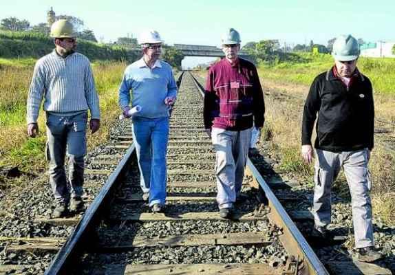 O prefeito Du Altimari recebeu os representantes da ALL em Rio Claro e acompanhou os três profissionais na visita