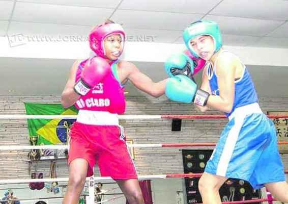 Jucielen (à esquerda) disputará a competição em Campo Grande, na categoria até 51 quilos