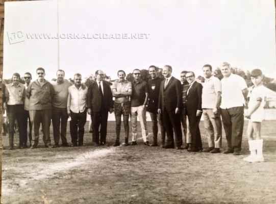 Festa que comemorou aniversário da cidade há 45 anos contou com a presença de ícones esportivos, como o goleiro da Seleção de 58, Gilmar, e Fiore Giglioti