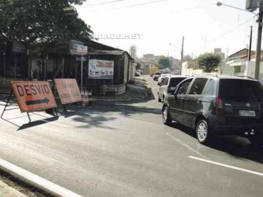 Desvio feito pela Foz no mês passado para realização das obras de implantação da rede coletora de esgoto na Avenida Visconde