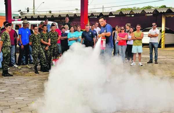 De acordo com a Defesa Civil, a população exerce importante papel para evitar que a qualidade do ar seja comprometida, evitando as queimadas na cidade