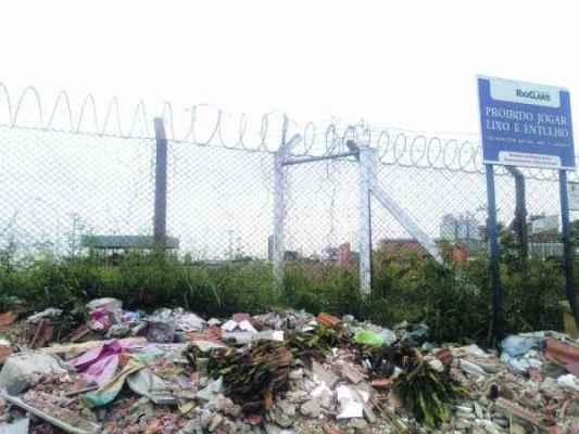 A prefeitura afirma que a limpeza e manutenção do trecho são feitos regularmente, assim como em todo o município