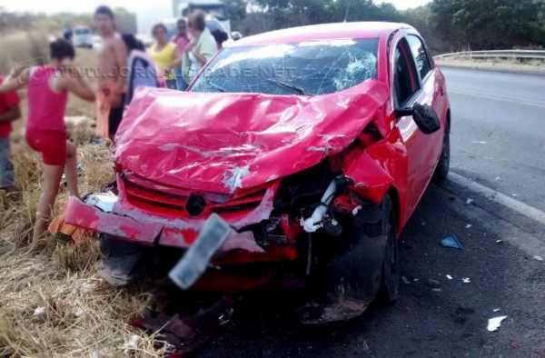 Carro de Rio Claro ficou parcialmente destruído em acidente (Foto: Edivaldo Braga)