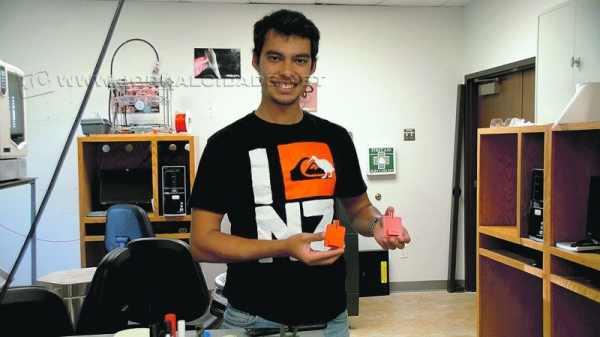 Rodrigo trabalhando num dos laboratórios da companhia - experiência única para o estudante de engenharia aeroespacial