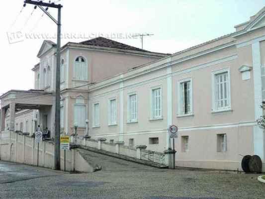 Vista do prédio da Santa Casa de Misericórdia de Rio Claro, que atende moradores da cidade e ainda de municípios da região por meio do SUS (foto arquivo)