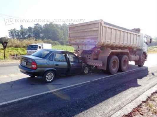 O acidente deixou feridos leves; apenas uma pessoa foi encaminhada ao hospital
