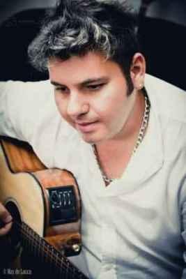 O cantor rio-clarense Dany Santoro