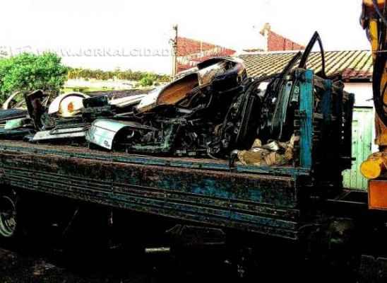 O desmanche dos carros era feito em uma residência situada na Rua 16-A