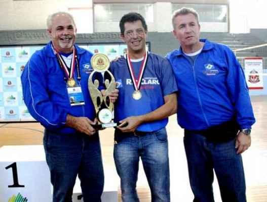 Danilas Ferreira (à esquerda) integra a equipe de ciclismo de Rio Claro nos Jogos Regionais, que serão disputados em Itatiba