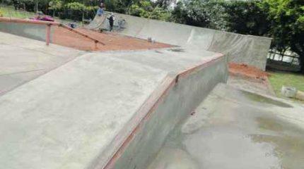 A prefeitura de Rio Claro afirma que as rachaduras surgiram pelo uso indevido da pista inacabada