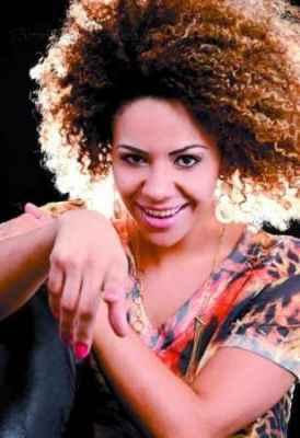A cantora rio-clarense Suellen Karine