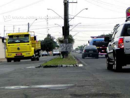 Além do tamanho da carroceria, o excesso de carga é um dos principais agravantes de acidentes observados junto às redes na zona urbana de Rio Claro