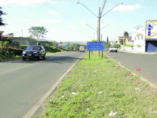 Em janeiro deste ano, o avanço da erosão no acostamento da avenida entre o Condomínio Lírios e a Rua 16-MP foi apontado como fator de risco para acidentes