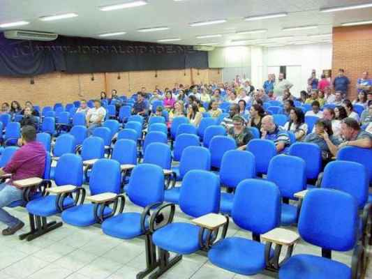 ESVAZIADA - ao contrário da primeira assembleia, servidores não compareceram em peso à reunião de ontem