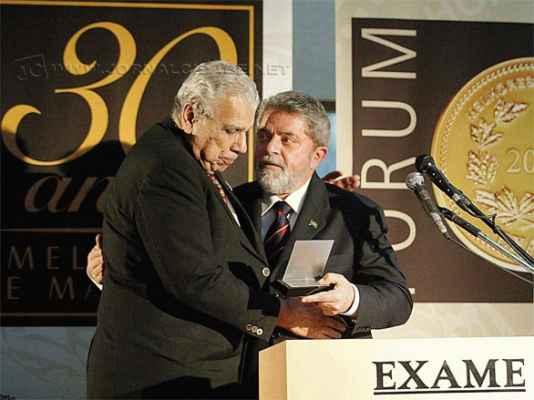 Antônio Ermírio de Moraes recebe prêmio  do então presidente Luiz Inácio Lula da Silva em solenidade de 2003 (Ricardo Stucket / ABr)