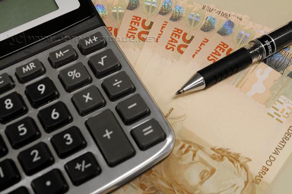 Quitar dívidas deve ser prioridade para quem receber a restituição