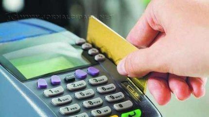 Consumidores têm opção de pagar as compras com cartão de crédito ou carnês. Mas qualquer modalidade exige atenção
