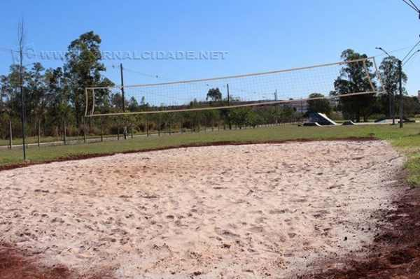 A quadra de vôlei de areia no Centro de Lazer Ruy Rocha, situada no Jardim Faxina