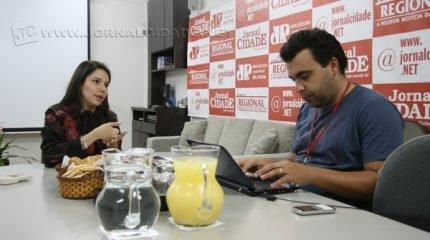 A pesquisadora e professora universitária Flávia Mengardo Gouvêa durante entrevista realizada no Jornal Cidade