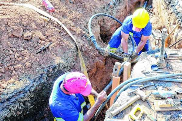 Nessa etapa iniciada no final de abril foram substituídos mais de 10 mil metros de novas redes de distribuição de água e 936 ramais de ligação domiciliar