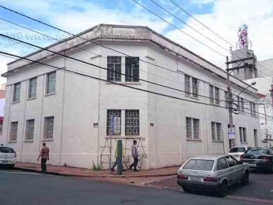 Prédio da antiga Cesp, localizado no cruzamento da Rua 4 com a Avenida 4, centro de Rio Claro
