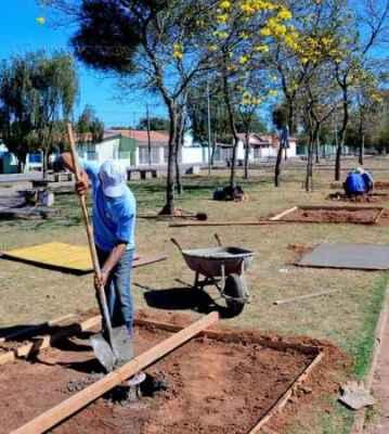 Academia ao ar livre em construção no distrito de Ajapi